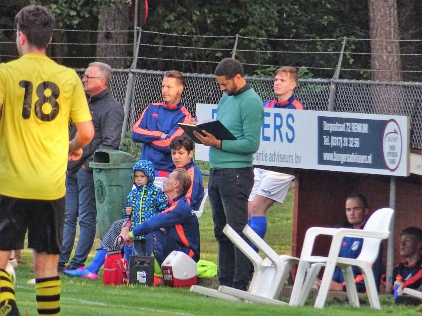 CHRC-trainer Chika Okere (op archieffoto) zag zijn ploeg in- en tegen Angeren met 4-1 onderuit gaan.