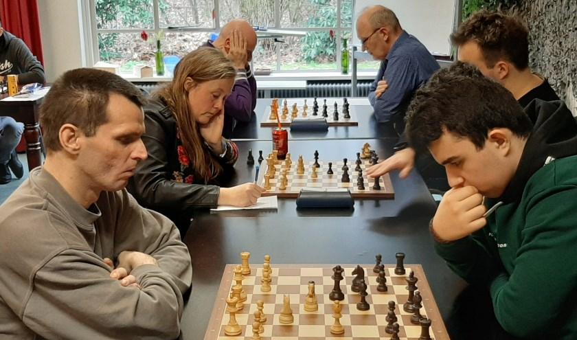54 schakers gingen zaterdag 8 februari met elkaar de strijd aan.