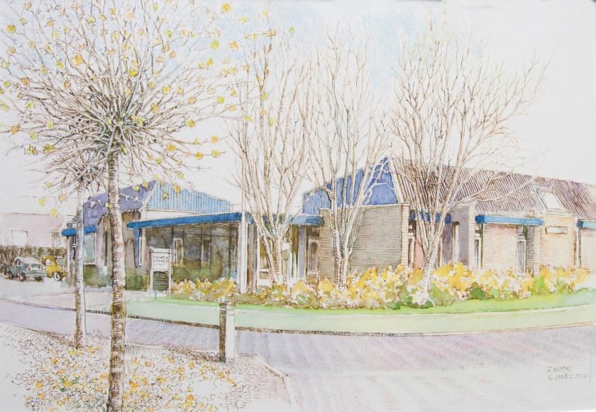 De foto toont de huisartsenpraktijk in Holten vóór de verbouwing, getekend door Riemko Berends.