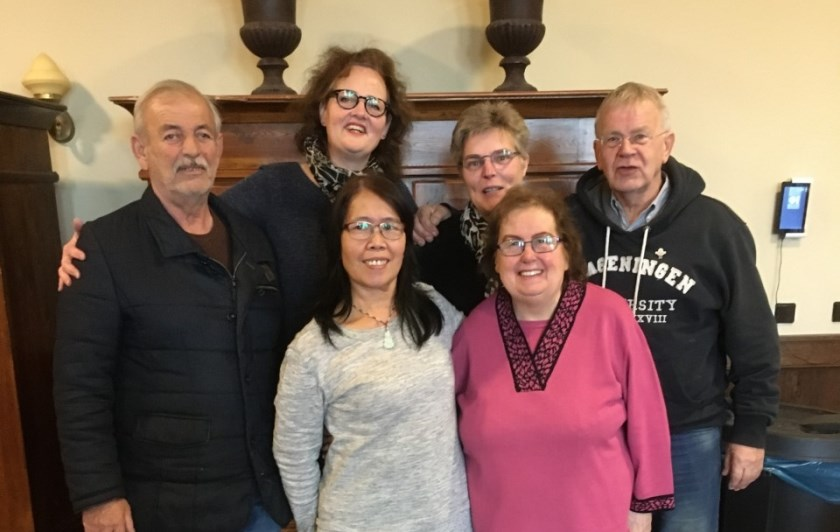 Enkele vrijwilligers van Een Tweede Leven. Vlnr: Ayoub Douri, Ilse Beuse, Li Huipig, Aletta Ebbers, Truus Schwarte en Philip Wenting.