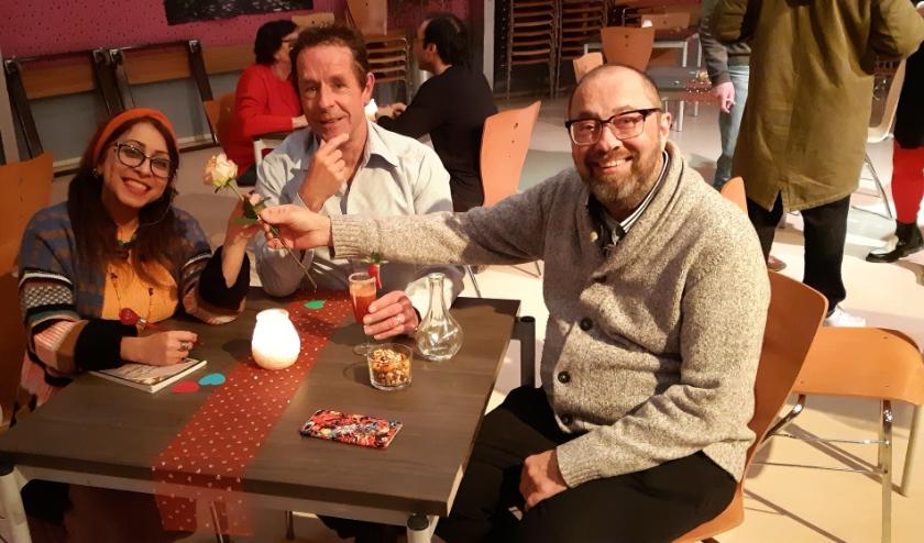 Onze verslaggever Frans Limbertie kijkt samen met Erfan en Raymond terug op een geslaagde Valentijnsavond bij Welzijn Rijswijk
