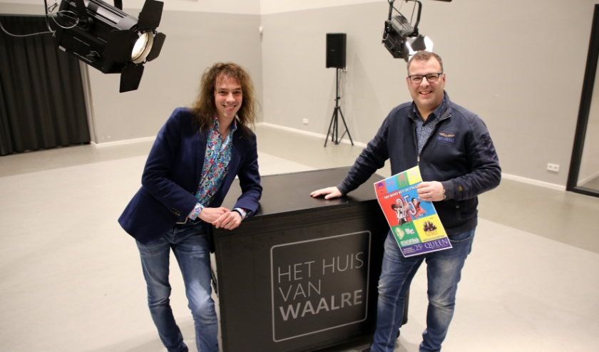 Mark (links) en Patrick zijn  altijd op zoek naar kwaliteitsbands voor de jaarlijkse Queenparty.