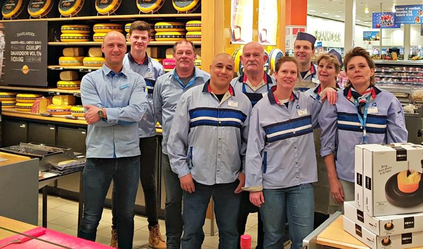 Het team van AH XL Sint Jacobslaan verheugt zich op de vernieuwde winkel (Foto: Albert Heijn XL Sint Jacobslaan)