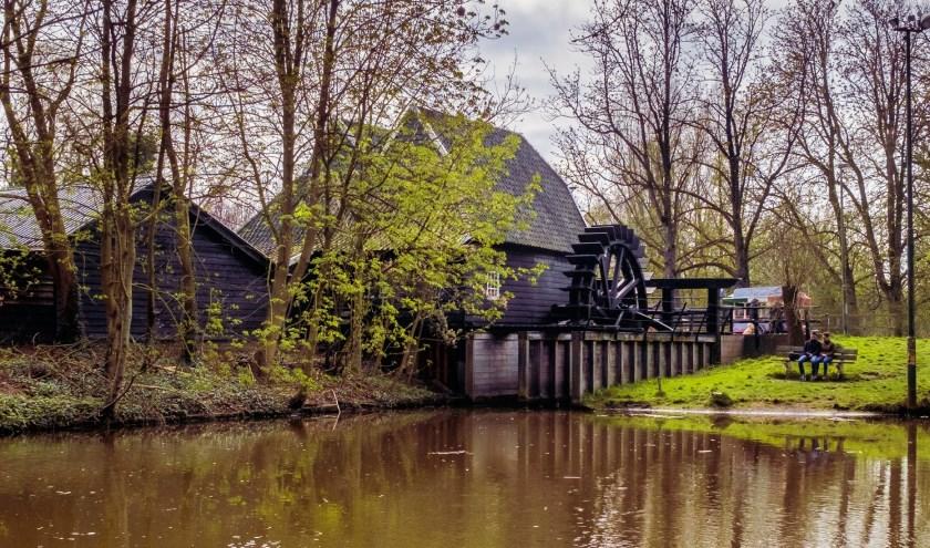 De Genneper watermolen: veel mensen zullen hem kennen als winkel, waar onder andere molenmeel wordt verkocht. (Foto: Peter Hoeks).