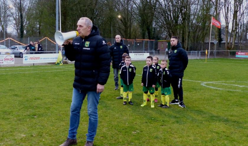 Video en foto's van het lichtjestoernooi van Rijnmond Hoogvliet Sport gemaakt door Roel van Deursen.