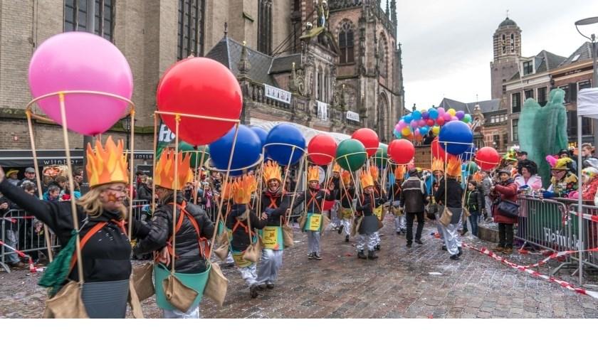 De carnavalsoptocht van zaterdag heeft gevolgen voor het verkeer. (foto: Frans Paalman)