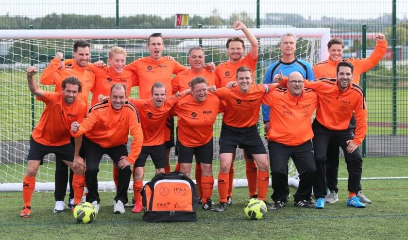 Het Nederlands team bestaat pas een jaar en is in die tijd gegroeid van 7 spelers naar 25 spelers.