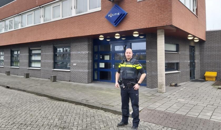 Politieagent Marc van Eenennaam schotelde zijn collega's drie realistische, maar extreme situaties voor. Burgers mochten meekijken.