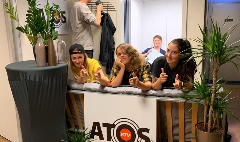 Bram en Jurgen ontvangen iedere week een artiest in de studio van ATOS Radio. CooCoo was dit seizoen een van deze artiesten die te gast was.