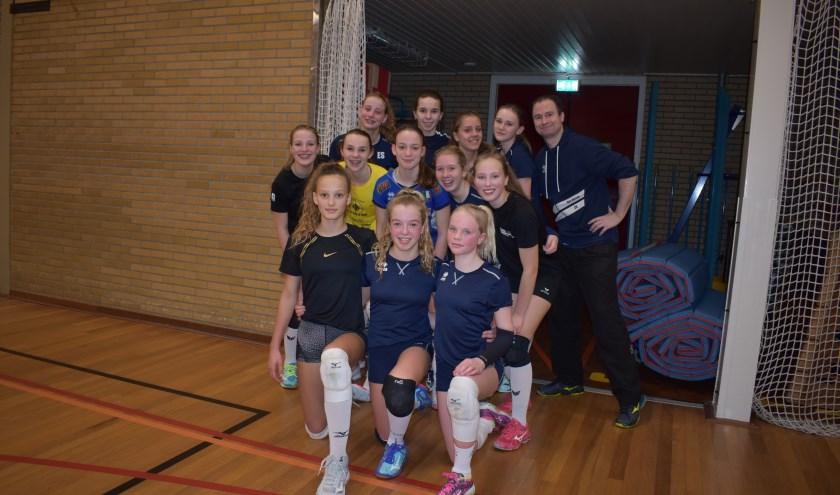 Het team meisjes C1 van RIVO Rijssen is bij de sportverkiezing uitgeroepen tot sportploeg van 2019. (Foto: Van Gaalen Media)