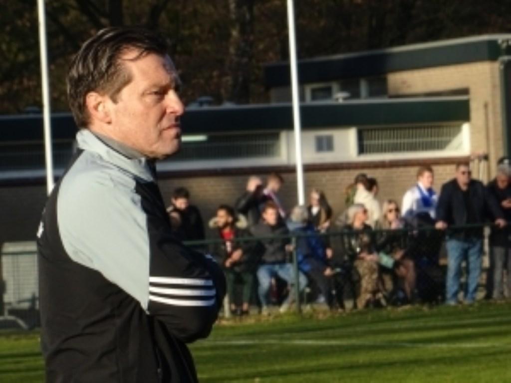 Jan Oosterhuis maakt na het ontslag van Roy de Haan het seizoen af als interim-trainer. Oosterhuis vervulde die rol vorig seizoen ook al eens. Foto: Dick Martens © DPG Media