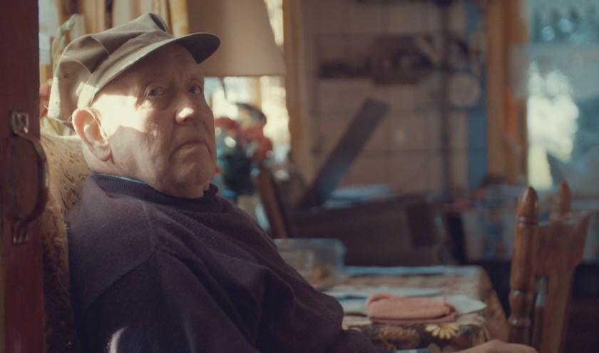 In de eerste aflevering onderneemt de 88-jarige boer Harm zijn wekelijkse brommobiel-expeditie om zijn favoriete schotel af te halen bij de plaatselijke Chinees.