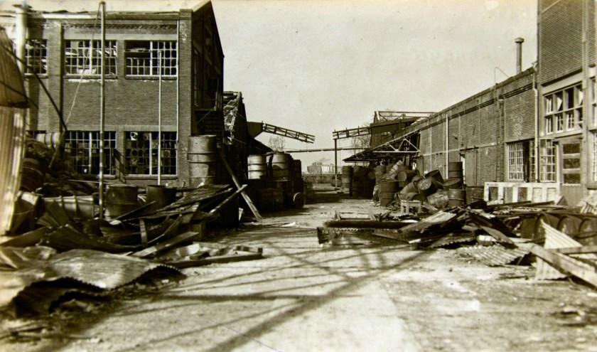 De Sunlightfabriek na het bombardement op de V1-installatie.