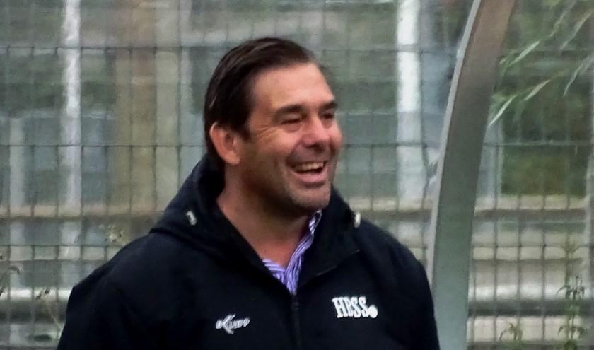 HBSS-trainer Toon Wolters is het lachen vergaan. Van geen kwaad bewust stelde hij Berkan Bayraktar op. Die bleek niet speelgerechtigd voor de hoofdmacht. Dat levert een fikse straf op. (foto: DPG/gsv)