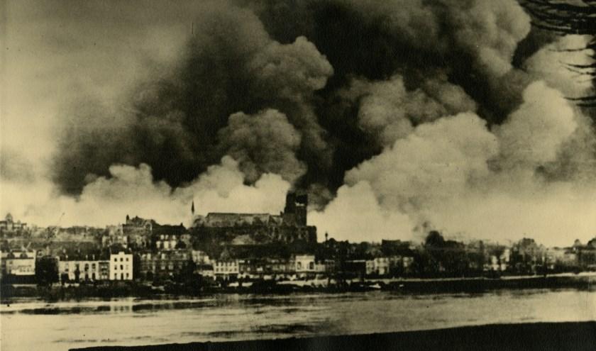 Nijmegen na het Amerikaanse bombardement van 22 februari 1944. (fotocollectie Regionaal Archief Nijmegen).
