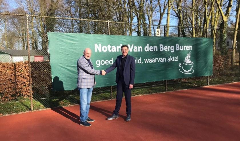 Voorzitter G. van Malsen en notaris S. van den Berg