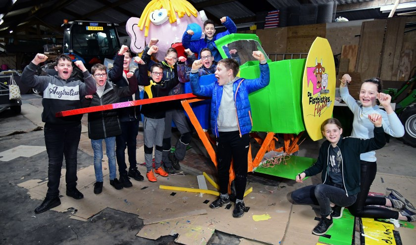 Brent, Finn, Guus, Isabel, Jop, Lise, Luc, Niels, Ries en Yur, oftewel de Fistbisjes, zijn klaar voor hun eerste grote Narrenparade.