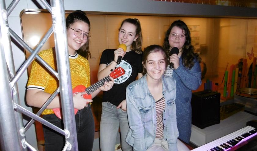 Scholieren van Onderwijscentrum Leijpark en jeugdige patiënten van Revalidatiecentrum Leij genieten enorm van muziek en komen graag bij de Muziekkidsstudio.