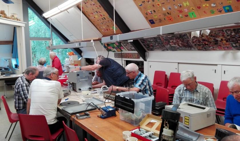 Iedere derde zaterdag van de maand opent het Repair Café de deuren en is het Juridisch Spreekuur in de Pracht.
