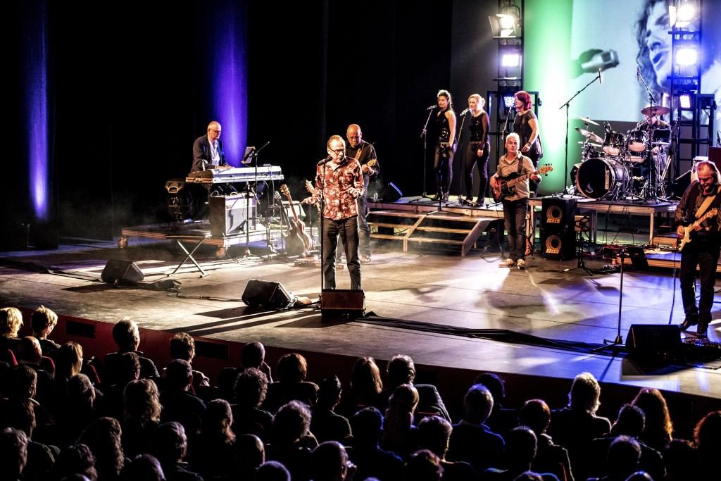 Na het overlijden van Joe Cocker richtte zanger-journalist Erik Hagelstein een band op die de prachtige songs van zijn held vertolkt.   © DPG Media