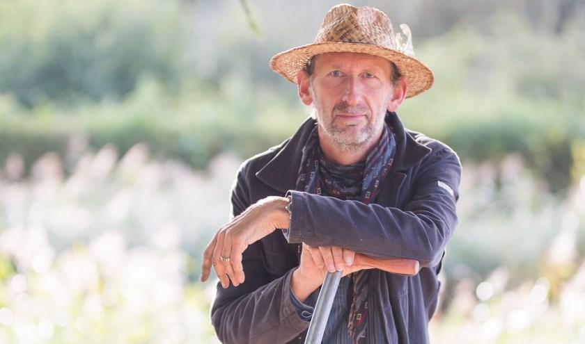 Jan Graafland schreef Groene Genade, een prachtig boek met vijftig tuinverhalen.