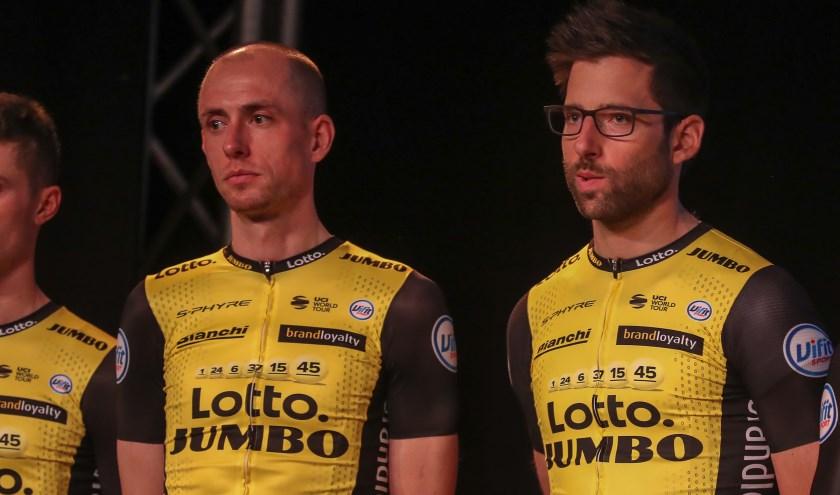 Wielrenner Stef Clement (links) tijdens de ploegenpresentatie van Lotto-Jumbo.