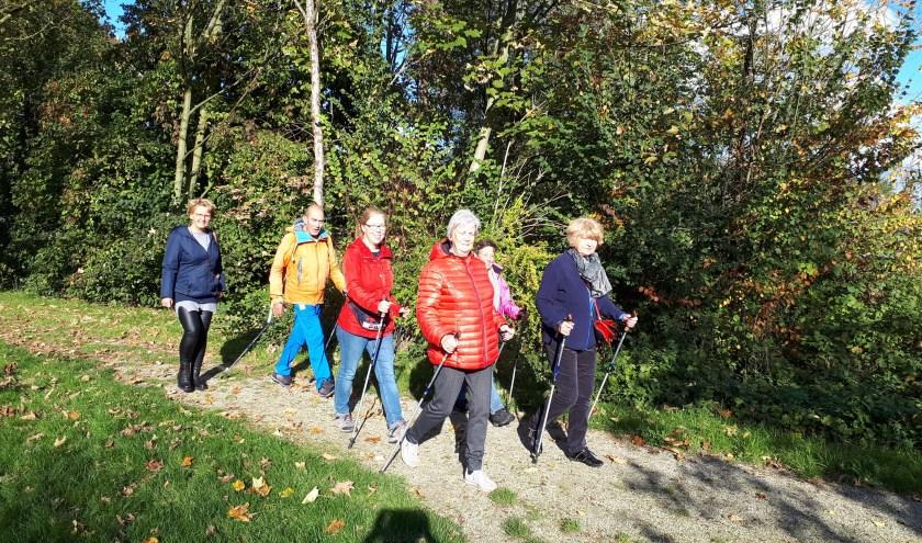 SWA geeft Mantelzorgers training, hulp en advies en zorgt voor ontspanning, zoals wandelen (foto) en yoga