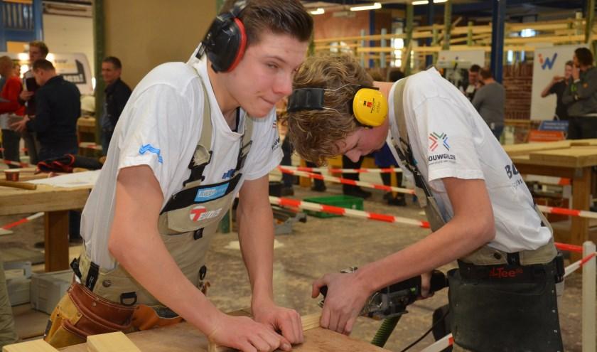 Leerlingen doen tijdens de provinciale kampioenschappen voor het vmbo een poging om een ticket te bemachtigen voor het NK in Leeuwarden