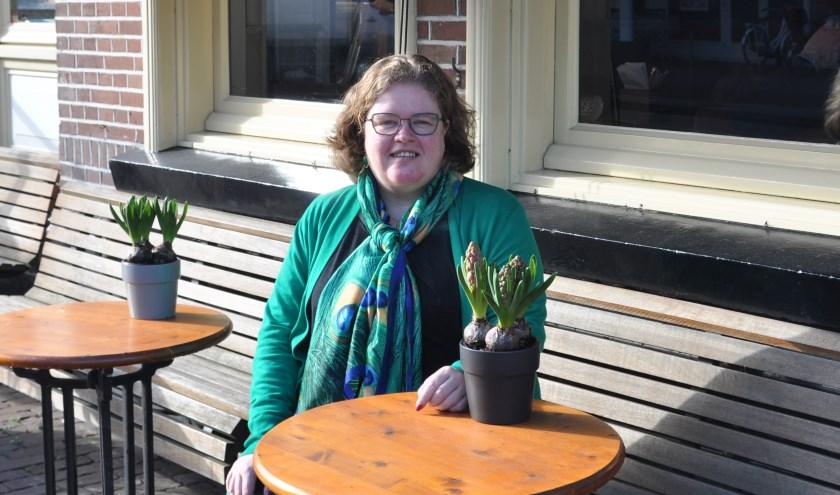 Donja Hoevers, fractievoorzitter van D66: 'Ik sta altijd open voor een gesprek. Zo weet ik wat er speelt in onze gemeente.' FOTO: Julie Houben