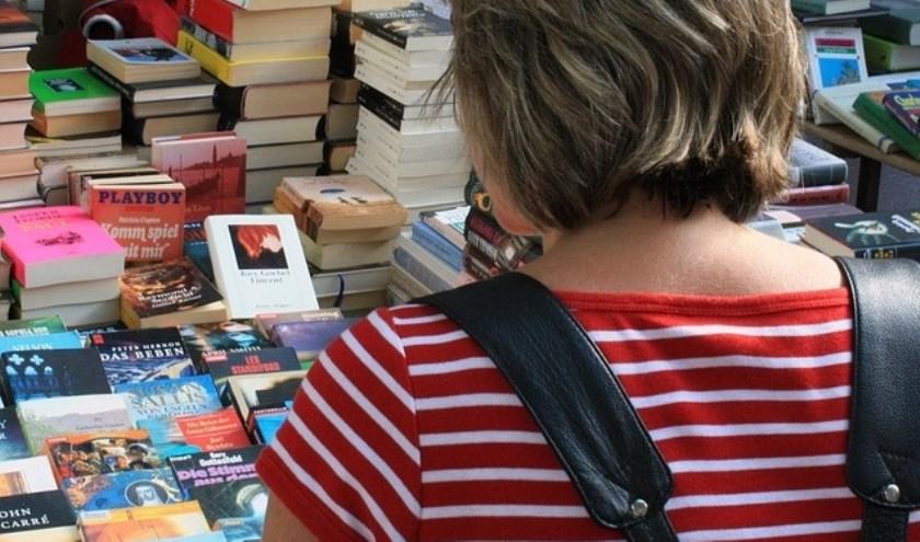 Maandelijkse boekenmarkt in de Rehobothkerk.
