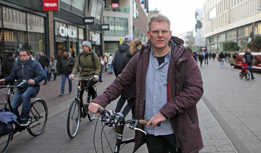 Richt de Grote Marktstraat eerst eens duidelijk in voordat je overgaat tot het weren van fietsers, vindt Joris Wijsmuller.