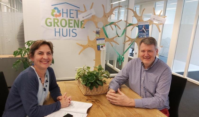 Kwartiermaker Nanette van Dishoeck en wethouder Willem Posthouwer willen met verzamelkantoor ruimte bieden aan groene ondernemers.
