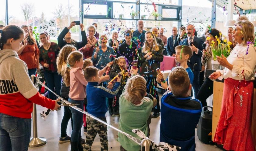 Servicepunt Bibliotheek Rotterdam in Pernis officieel geopend.
