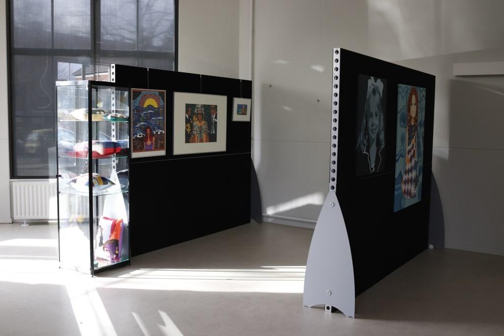 Het kleurrijke werk van de deelnemers van Art enZo  Foto: Gerda Prins  © DPG Media