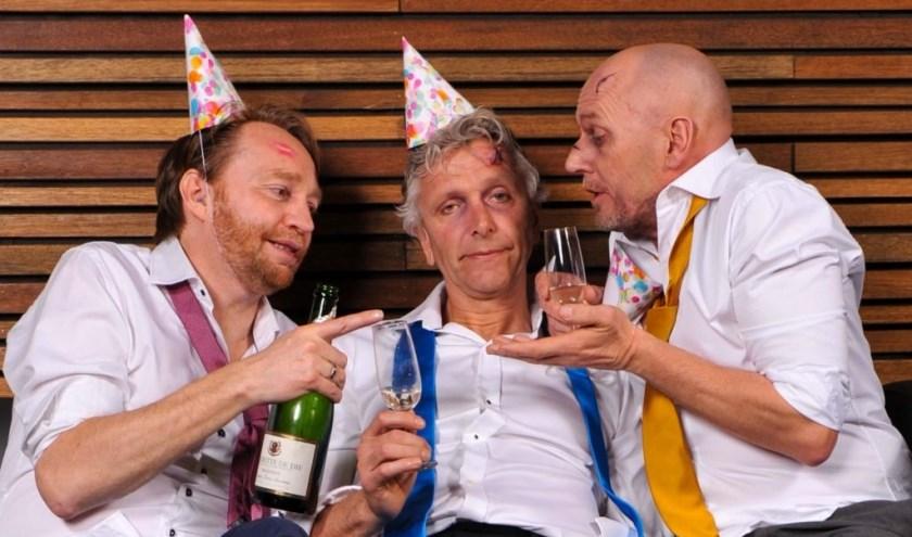 Erik, Maarten en Arend, vieren een bijzonder theaterfeest. U bent van harte welkom en natuurlijk één van de speciale genodigden! Foto: PR Niet Schieten.