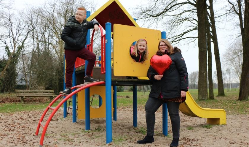 Na de eerste ingrijpende hartoperatie van haar dochter Jade (midden) kwam Melissa in contact met Stichting Hartekind. (Foto: Judith Bosch)