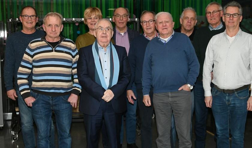 De Dorpsraad Babberich: van links naar rechts:  Bert, Geert, Henriëtte, Willy, Henk, Ton, Hans, Tonnie, Jan en Pierre.  (Foto: Ab Hendriks)