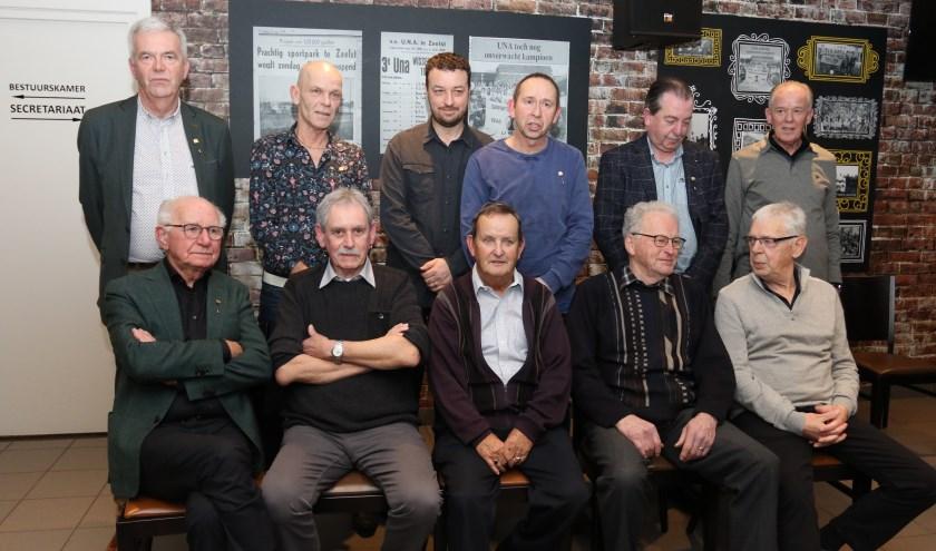 Staand v.l,n,r,: Ger Raijmakers, Martie Senders, Ton van Mol, Hans Tops, Wil v.d. Heuvel, Jan Roosen.Zittend v.l.n.r.: Jan Krüger, Jan van Delft, Wim Vercoelen, Gerard Egelmeers, Wim Senders.