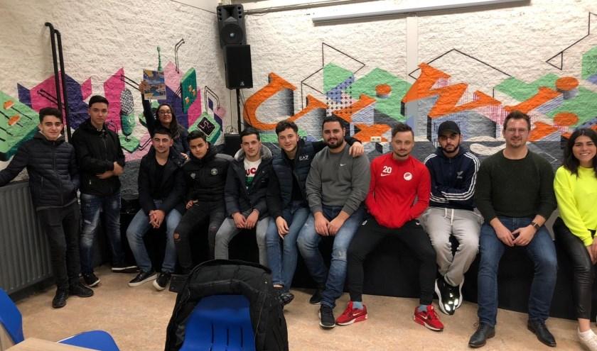 Een deel van de groep joingeren die eind deze maand afreist naar Bosnië om daar de handen uit de mouwen te steken.