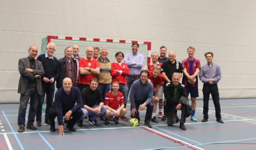 50 jaar aan bestuursleden van USVF. Staand vijfde van links mede oprichter Huub Jansen. Staand vijfde van rechts Edwin Veldhuizen. Foto: Roberto Cancian