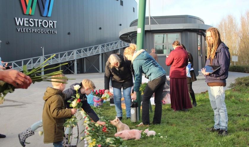 Direct Action Everywhere (DxE) streeft naar basisrechten voor alle dieren, daarom werden de varkens herdacht. (Foto: Lysette Verwegen)