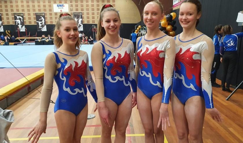 junioren Sara, Eva, Eugenie en Iris