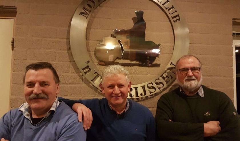 De motortourclub heeft in 25 jaar drie voorzitters gehad: Henk Krejenzang,  huidige voorzitter Frank Marissink en Gerrit Velten. (Eigen foto)