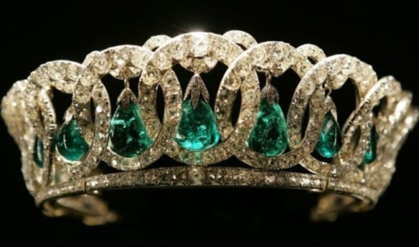 Kunsthistorica Lika Smirnova houdt een lezing over de weelderige sieraden van de Romanovs.