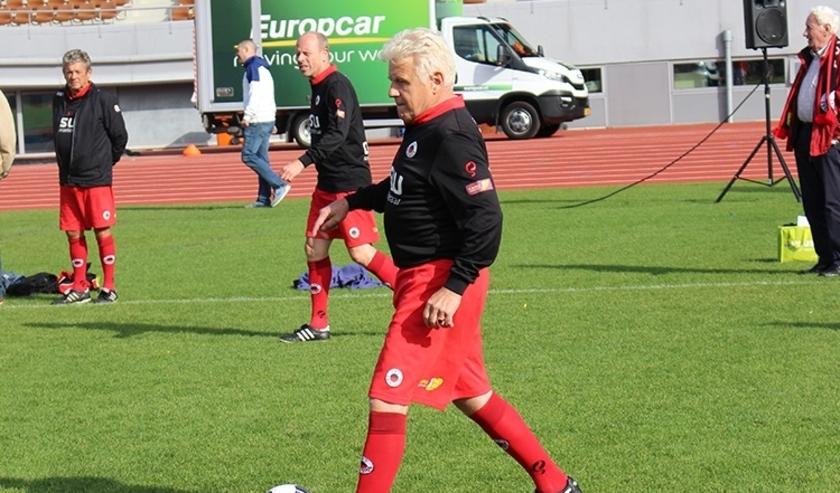 Spelers namens Excelsior Rotterdam in actie tijdens een potje Walking Football.