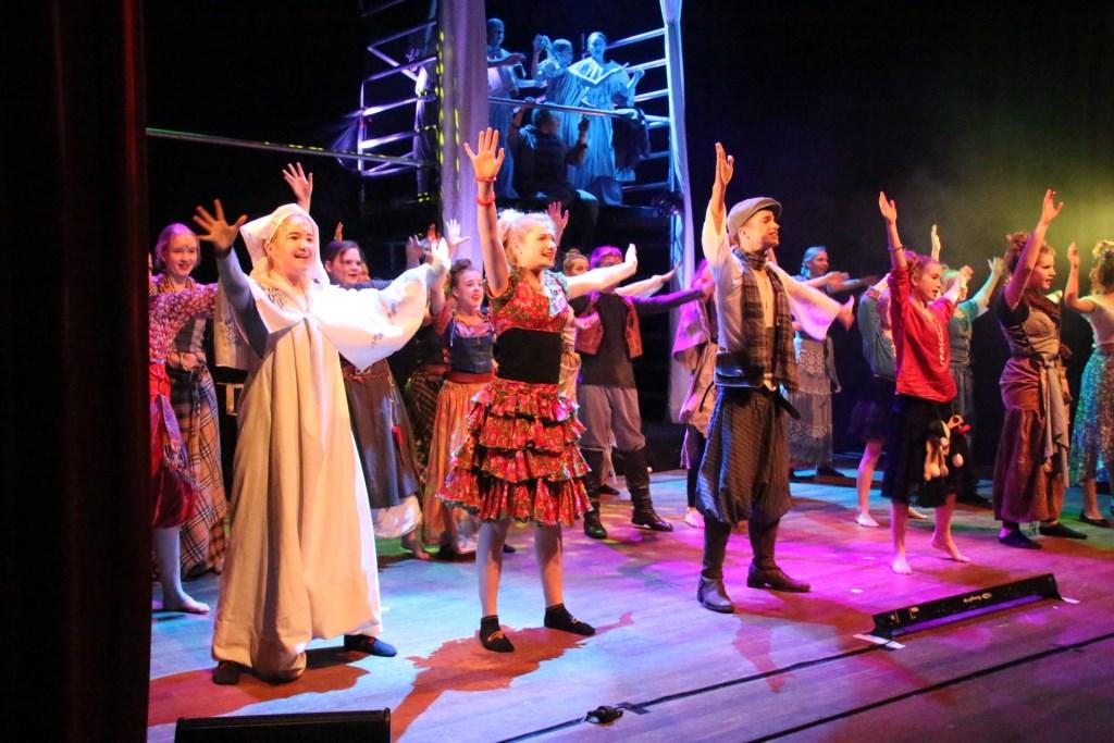 Zang en dans met de hele cast Foto: PR © DPG Media
