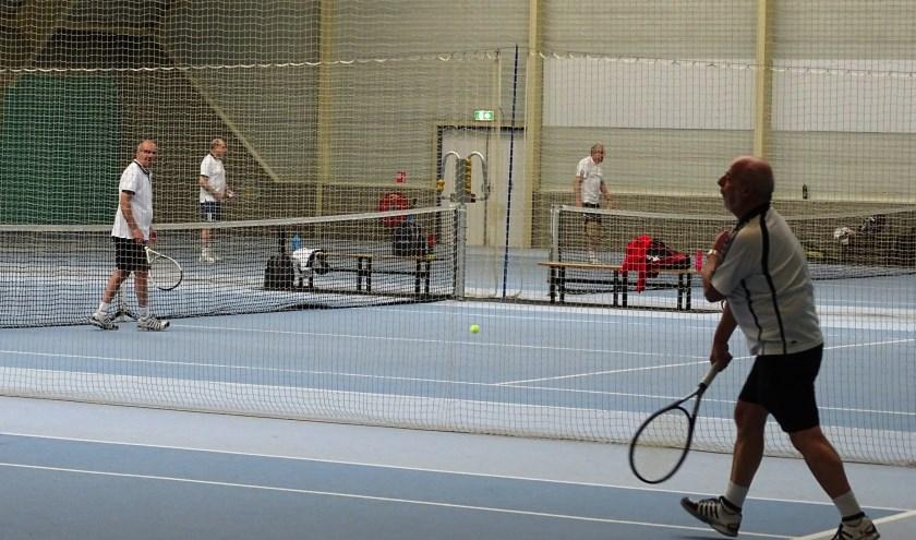 Op zes binnenbanen kan in Kethelhaghe door tennissers overwinterd worden. En het is de thuisbasis van badmintonclub TSF. (Foto:DPG/gsv)
