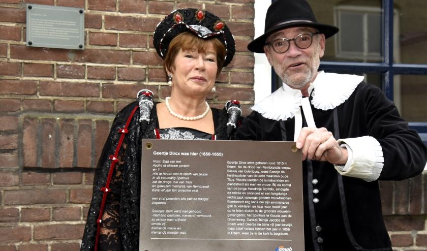 Hanneke Leroux en Maurits Tompot hebben zich sterk gemaakt voor eerherstel van Geertje Dircx. Foto i,o.v. Marianka Peters