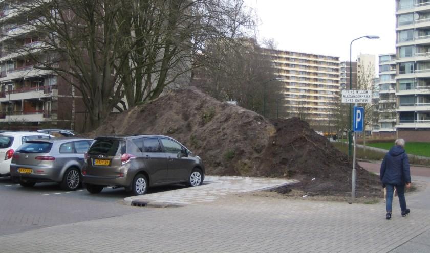 De bergen zand aan het PWA-park zullen nog wel een tijdje blijven liggen. (Foto: Pieter Vane)