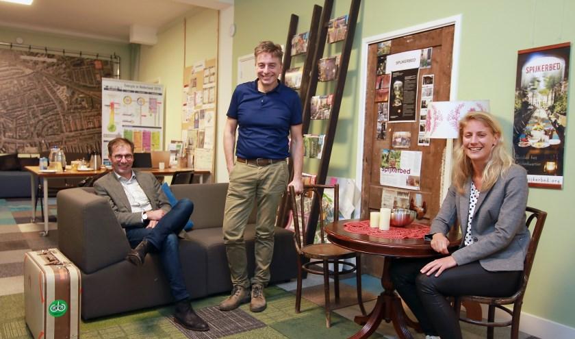 De adviseurs van Praktische Zaken komen bijvoorbeeld bijeen in DAZO in het Spijkerkwartier. Ze hebben het afgelopen jaar al vele Arnhemmers op weg geholpen.